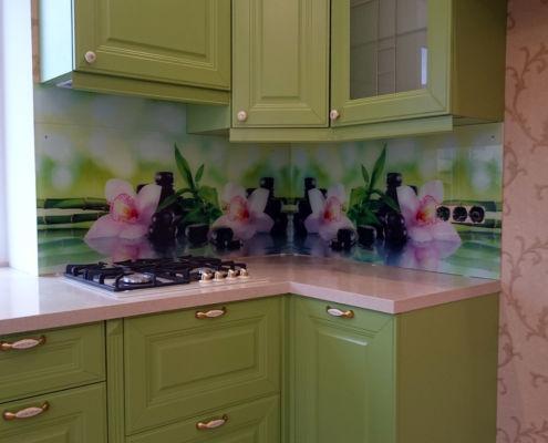 Фартук-на-кухню-зеленую-цветы