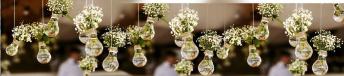 фартук для кухни декор лампочки и белые букетики