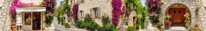 скинали для кухни фрески улочки с каменными стенами и в цветах и зелёных растениях