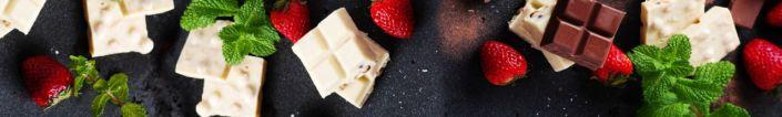 фартук для кухни белый и чёрный шоколад с клубникой