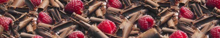 фартук для кухни ягоды малины и тёртый шоколад