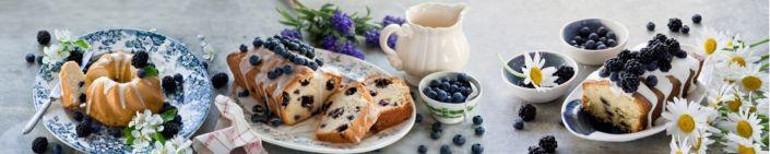 фартук для кухни кексы и ягоды черники и ежевики