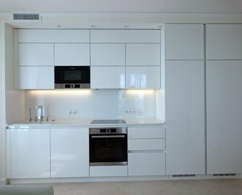 Белый-фартук-для-кухни-из-стекла Оптивайт